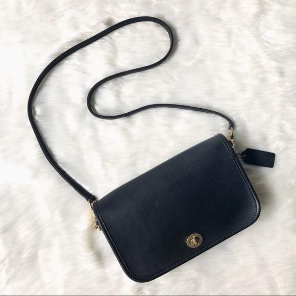 COACH | 9755 Pocket Purse Black